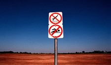 An old sign next to the lake in Condobolin indicates a no swimming area.  (Credit: Dean Sewell / Oculi/Agence VU / Greenpeace)