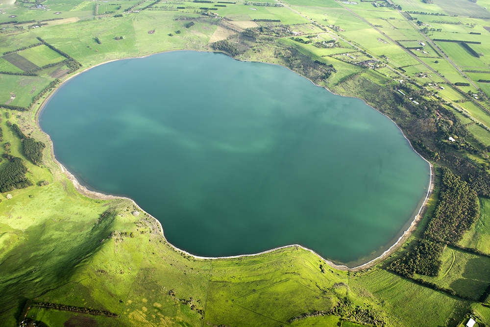 lake gnotuk volcano victoria