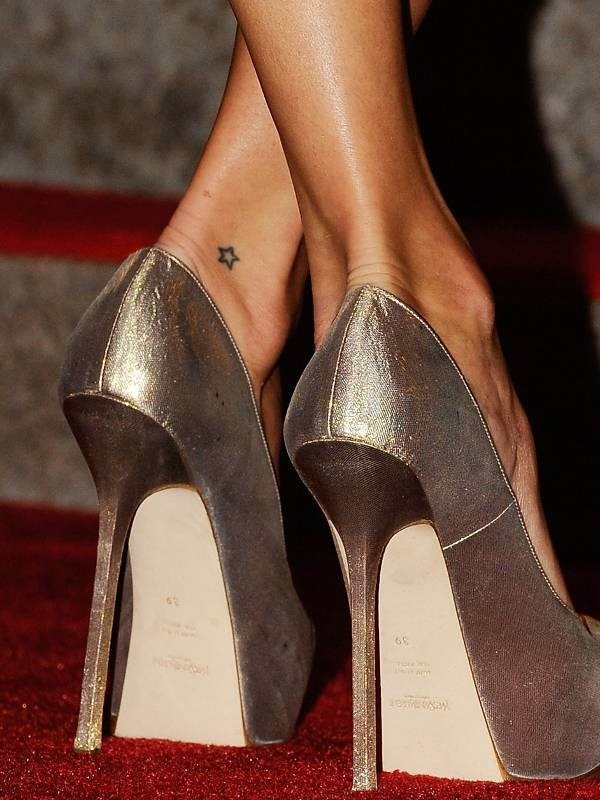 The supermodel also has a sweet star inked on her ankle.