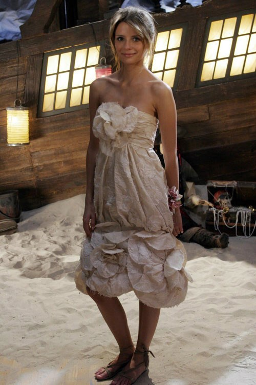 """""""But with my wiling and conniving I was like, 'You know what would be super great is if we could get this Chanel dress for this [prom] episode,' and it kind of all came together."""" The dress that sparked countless formal copy cats – MARISSA YOU WERE SO PERFECT, WHY DID YOU HAVE TO GO AND DIE?!"""