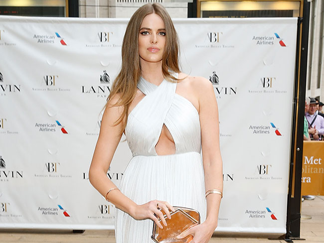 Robyn Lawley gets naked for a good cause