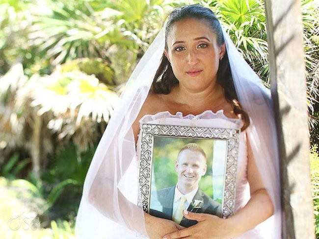 Grieving bride goes ahead with wedding photos alone