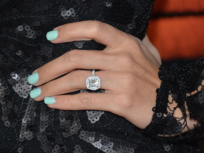 Having a big engagement ring means you'll get a divorce, according to science