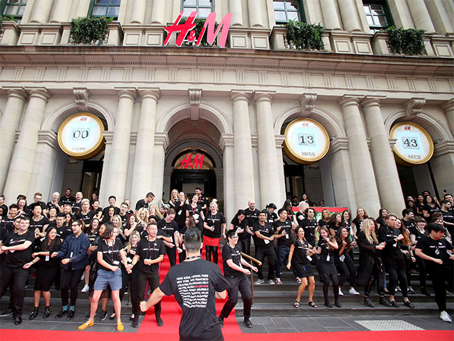 The 9 stages you go through when H&M opens in your city