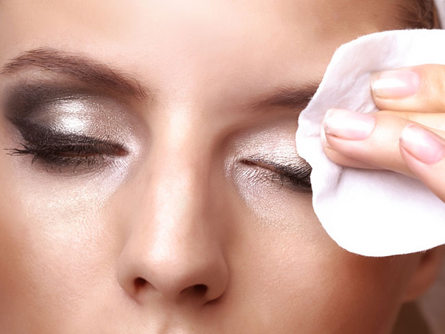 How to do a smoky eye by REMOVING your makeup