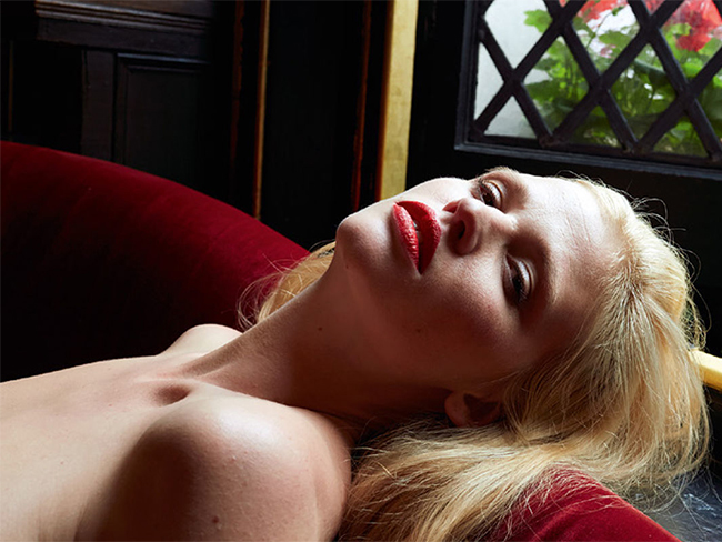 Model Lara Stone looks gorgeous in unretouched nude shoot just months after giving birth (NSFW)
