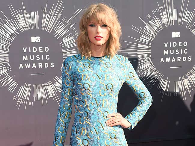 Taylor Swift's goofiest awards show dance moves