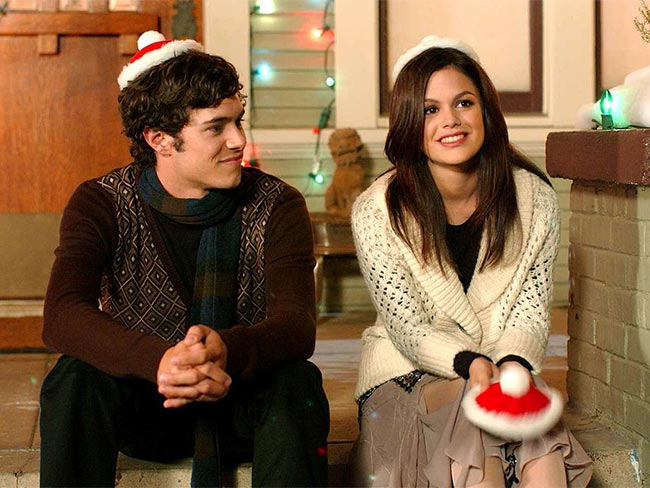 12 thoughts you have during Xmas day with your BF's family
