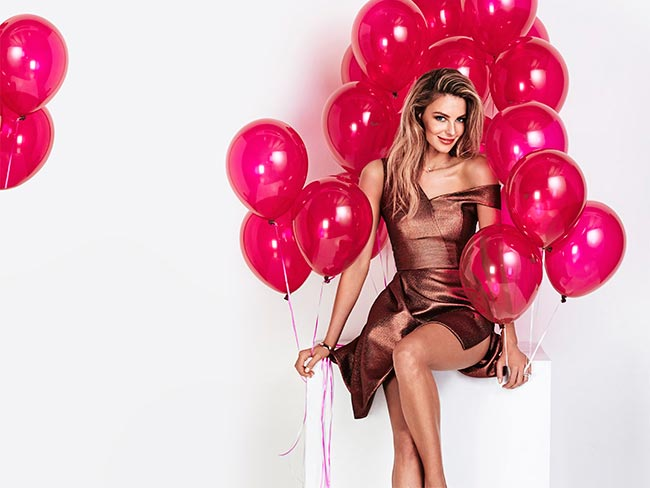 Jen Hawkins celebrates Cosmo's 500th issue!