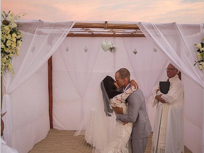 Finally! A proper look at Naya Rivera's wedding dress