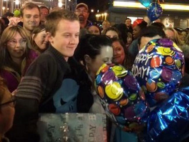 Internet helps bullied teen celebrate his birthday