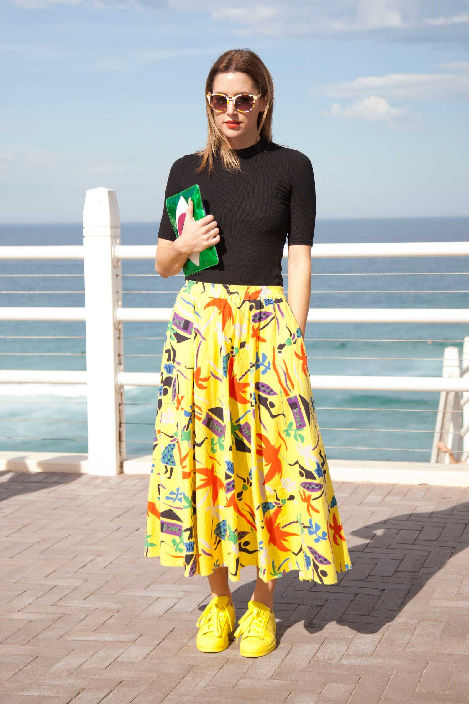 This look is PURE SUNSHINE. From the yellow sneakers right up to the red lips.
