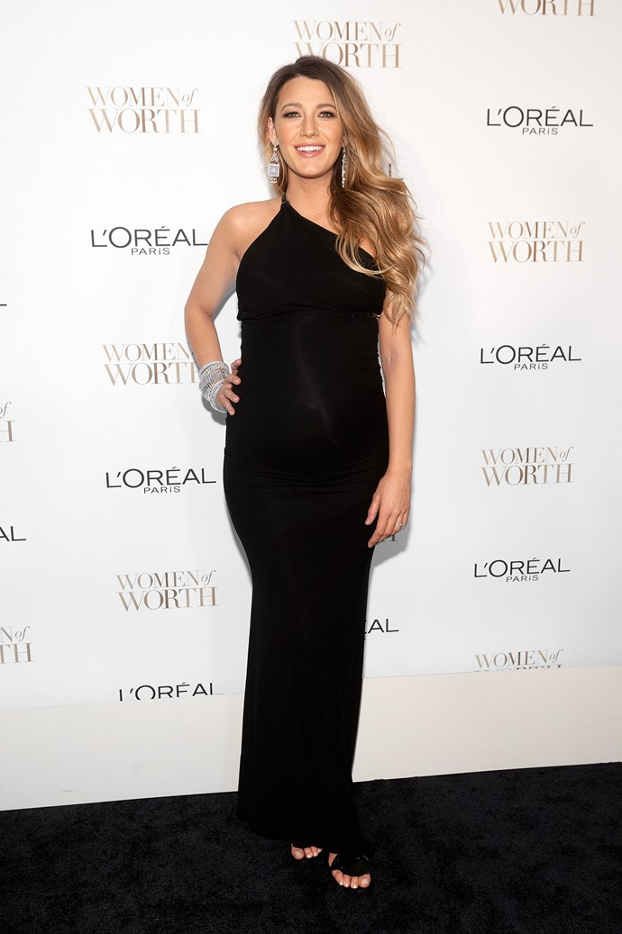 She worked her glowy preg-bod like a BOSS in this slinky gown.