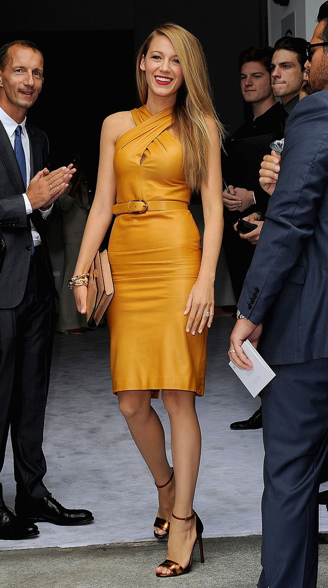 And she clearly has no sartorial boundaries. Case in point: mustard leather looking AH-MAZING.