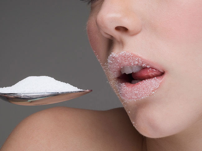 The reason everyone's switching sugar for artificial sweetener