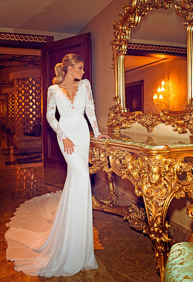 jennifer aniston wedding dress photo on facebook is a