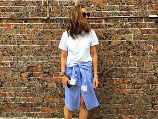 How to style a white shirt into a skirt
