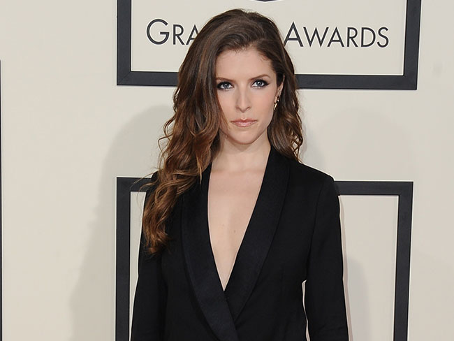Anna Kendrick live-tweeted her closet clear out and proved once again she's all of us