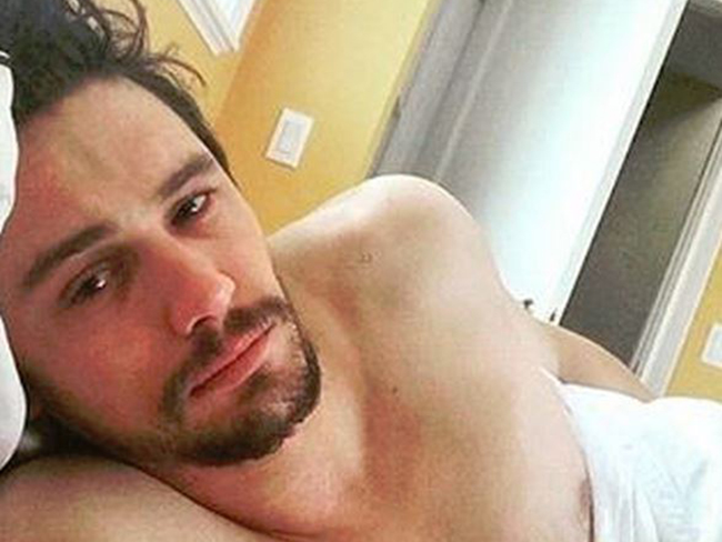 """Hot Dudes in Bed"" is a real Instagram account and it's sexy AF"