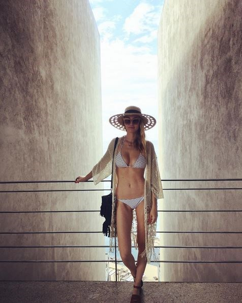 Whitney Port has been vaycay-ing in Mexico and shared this pretty epic Insty shot last week. Flat cement walls or flat cement abs, right?!