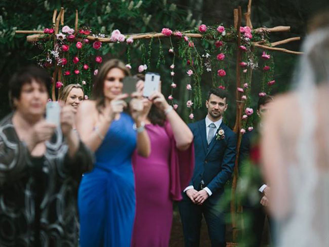 This wedding photo has gone viral for all the wrong reasons