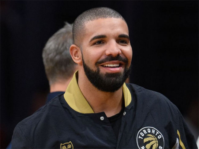 Drake just bein' Drake at 'Drake Night'
