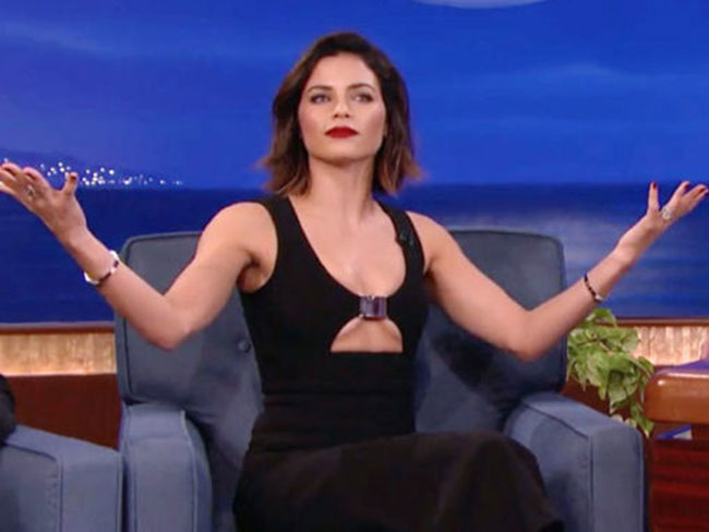 Did Jenna Dewan Tatum wear her dress backwards on Conan O'Brien?