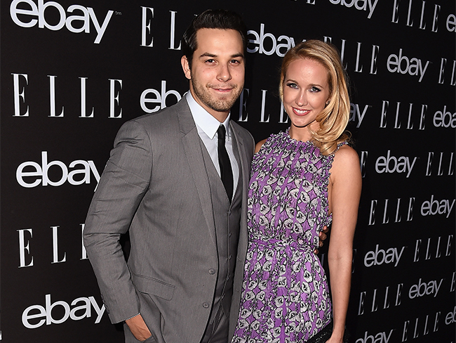 Pitch Perfect's Anna Camp and Skylar Astin are aca-engaged!