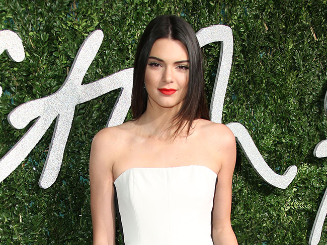 Kendall Jenner looks INSANELY hot with pink hair