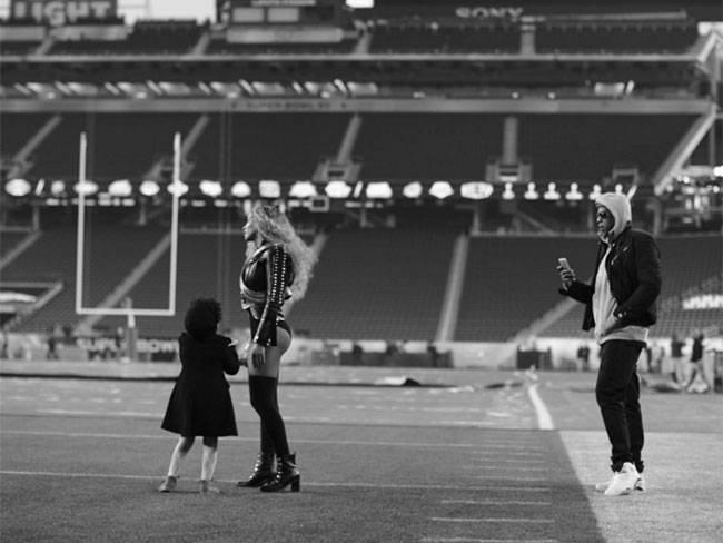 10 of the most FIRE behind the scenes shots of Beyonce at the Super Bowl