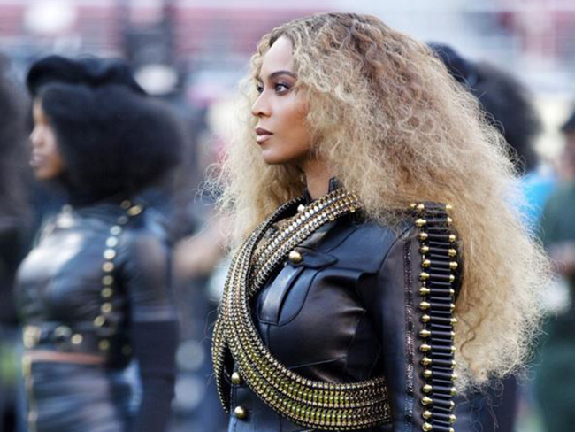 Beyoncé's Super Bowl manicure is EVERYTHING