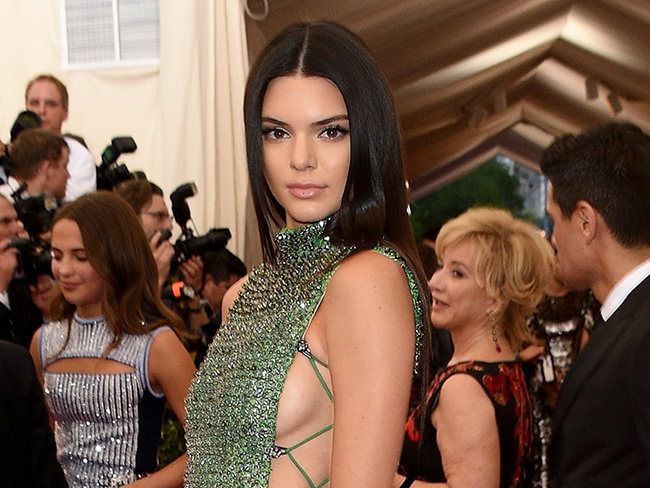 Watch Kylie Jenner feed Kendall Jenner bacon while she has her makeup done
