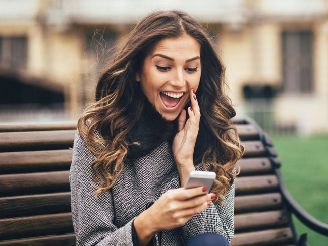 10 things every woman thinks when she sees a guy she knows IRL on Tinder