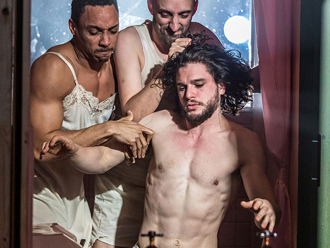 Fancy seeing Jon Snow's bare naked butt?