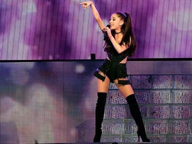 Feminist kween Ariana Grande is at it again, defending Selena Gomez against the patriarchy