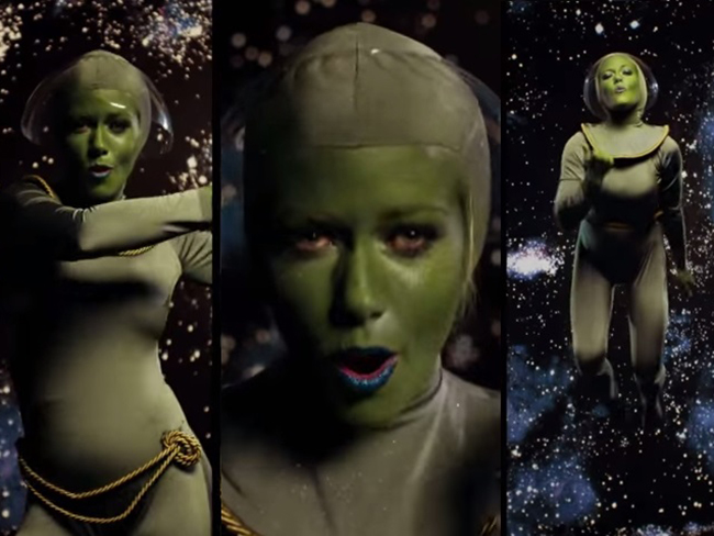 Kendra Wilkinson is a sexy alien in her new 'Lost in Space' music video