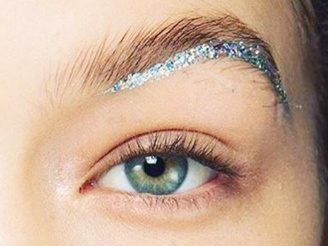 Underbrows = our new favourite beauty trend
