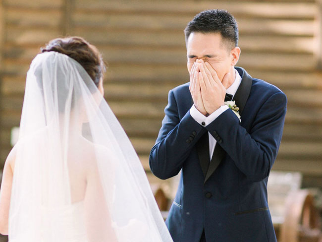 25 stunning 'first look' wedding photos that will make your heart skip a beat