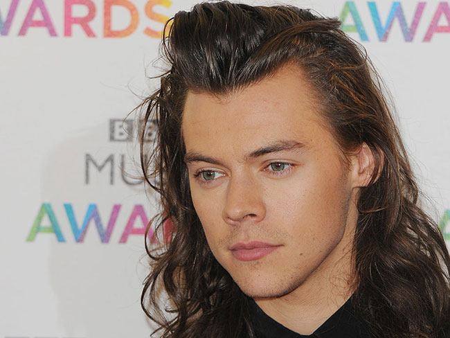 Harry Styles is going solo and One Direction fans are not coping