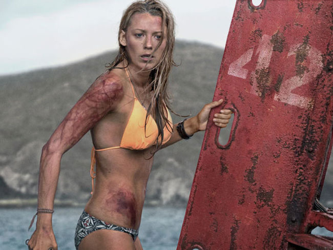 12 ridiculous things that happen in The Shallows
