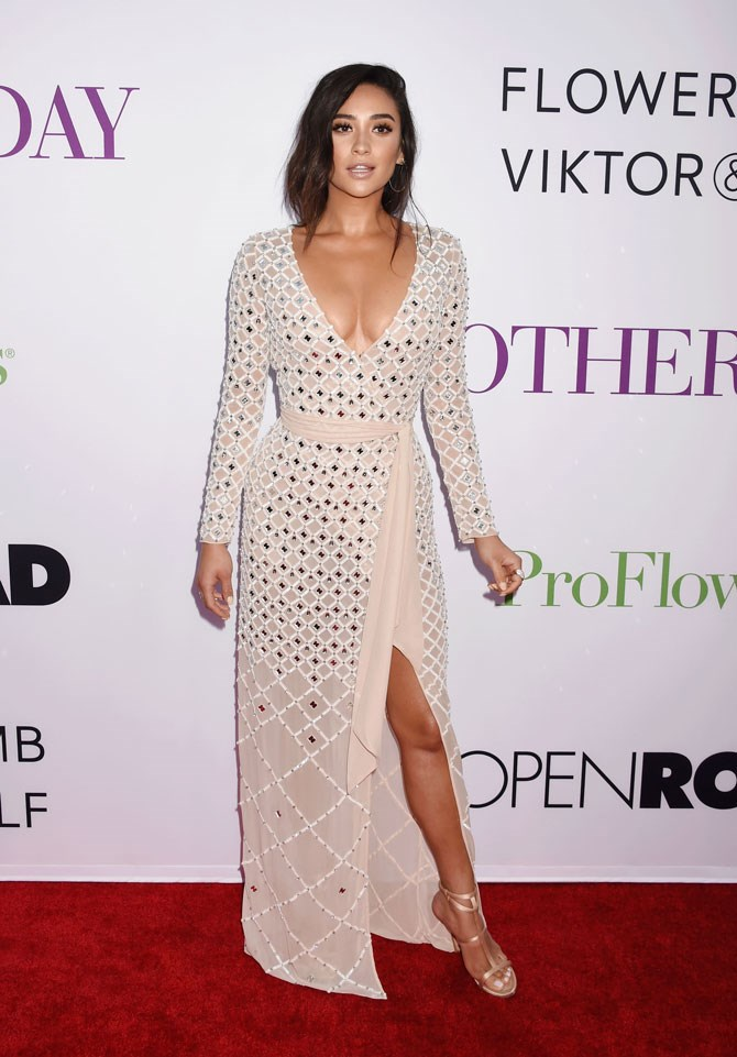 This nude coloured wrap dress, which she wore to the premiere of *Mother's Day,* showed just the right amount of, well, everything. And we LOVE her 'un-done' hair style.