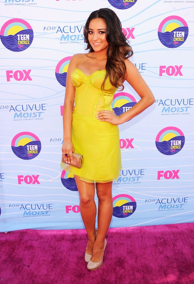 She was literally a ray of sunshine in this canary yellow, corsetted mini dress at the Teen Choice Awards in 2012.