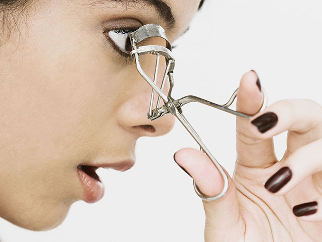 This eyelash curler story will haunt you forever