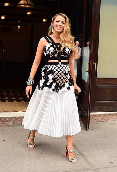 For an edgier take on the floral trend, Blake combined cut out panels, pleating and thick harnessing in a monochrome palette. And she totally slayyed (obvs). We're calling it: this girl can do no wrong.