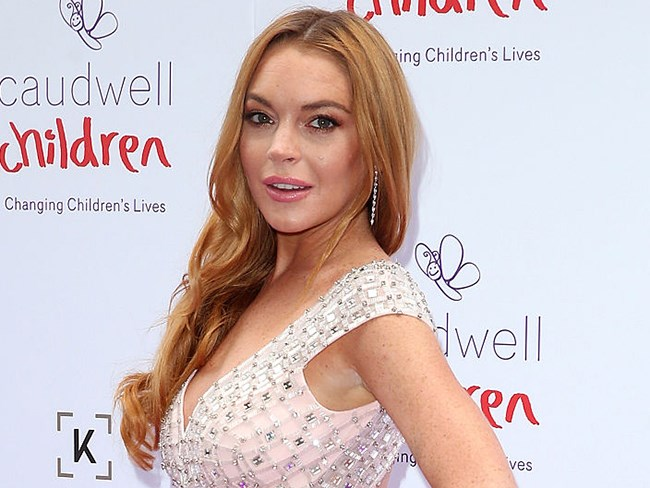 Lindsay Lohan accuses fiancé of cheating
