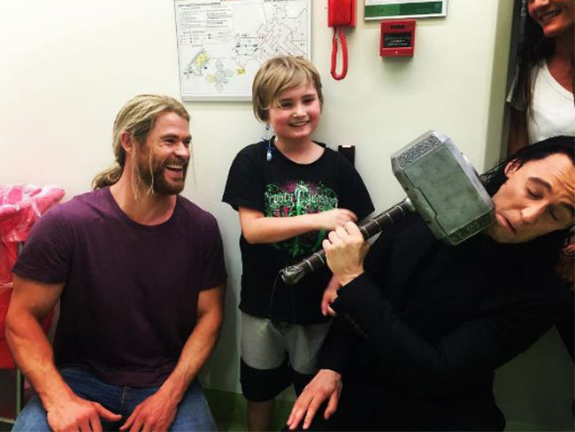 Tom Hiddleston and Chris Hemsworth visit sick kids in a Brisbane hospital
