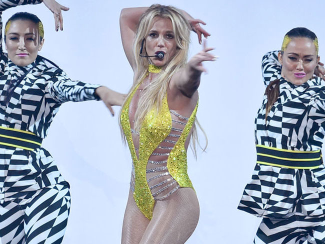 Britney Spears went old school Britney at the VMAs and it was glorious