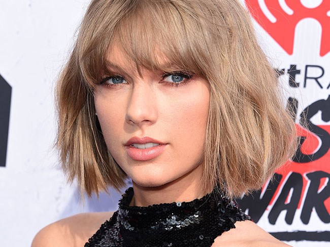 Turns out Taylor Swift missed the VMAs because she had jury duty