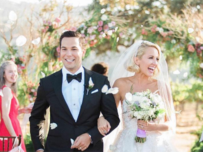 Aca-scuse me? Anna Camp had TWO dreamy wedding dresses for the Pitch Perfect wedding