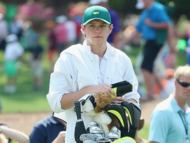 1D's Niall Horan is the best caddy ever